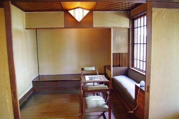聴竹居の室内