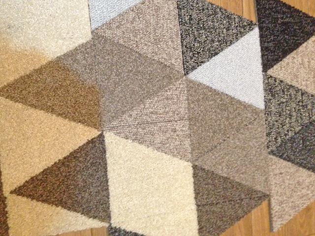 正三角形のタイルカーペット