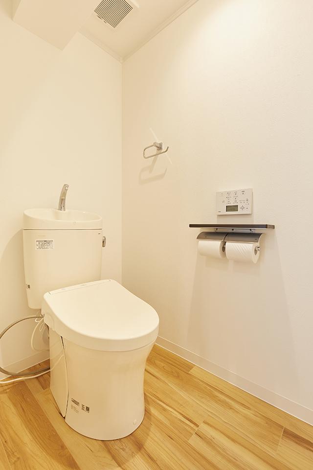 タンク手洗い付きの大便器