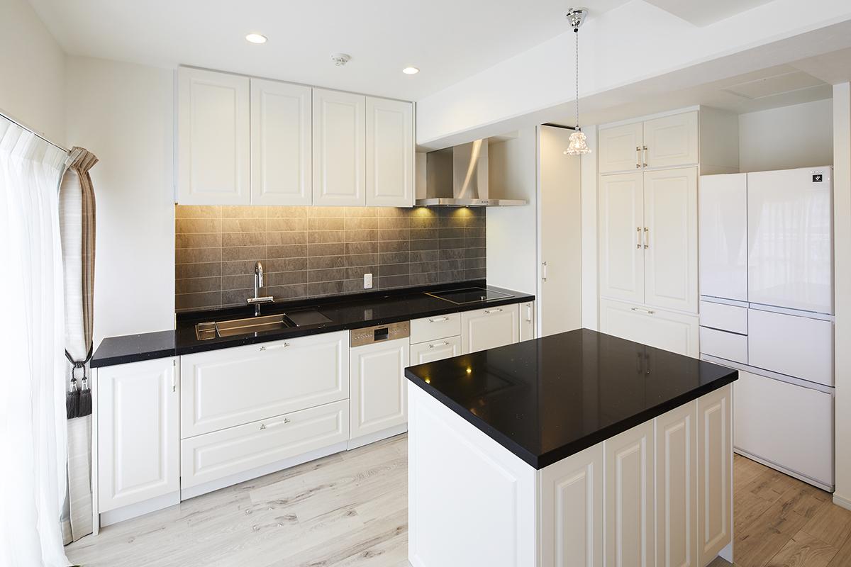 白を基調にデザインされたオーダーキッチン