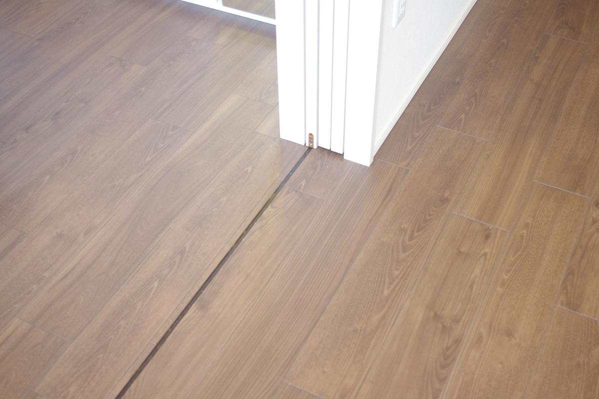 上吊引戸の床のレール