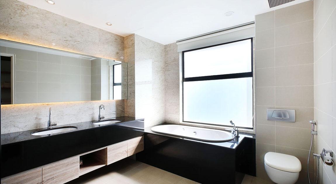 シンプルで上質な雰囲気のバスルーム