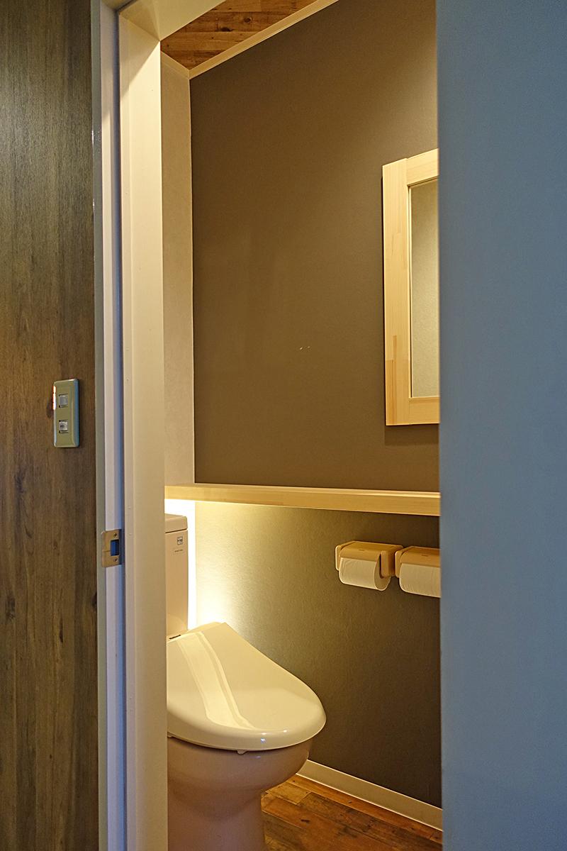 間接照明のあるトイレ