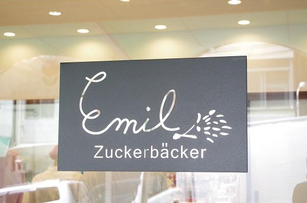 エミルの凸エッチングで作った店名ロゴサイン