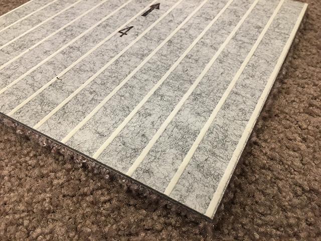 裏側にゴムの滑り止めが付いたファブリックフロア