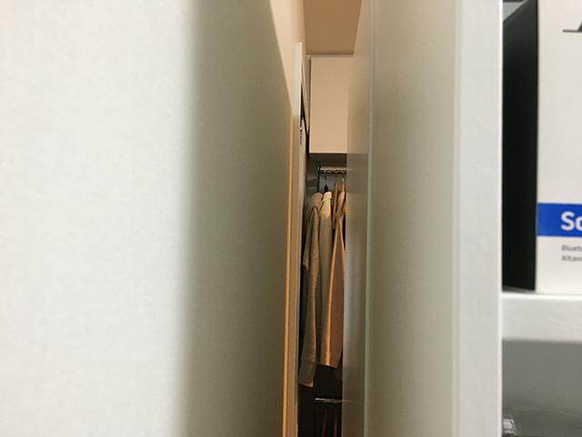 間仕切り家具と壁の間の12センチの隙間