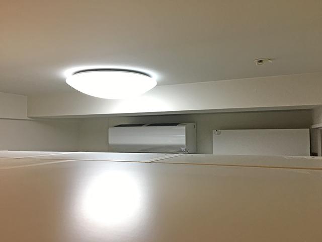 間仕切り家具の上は45cm開放されていて隣の部屋見える