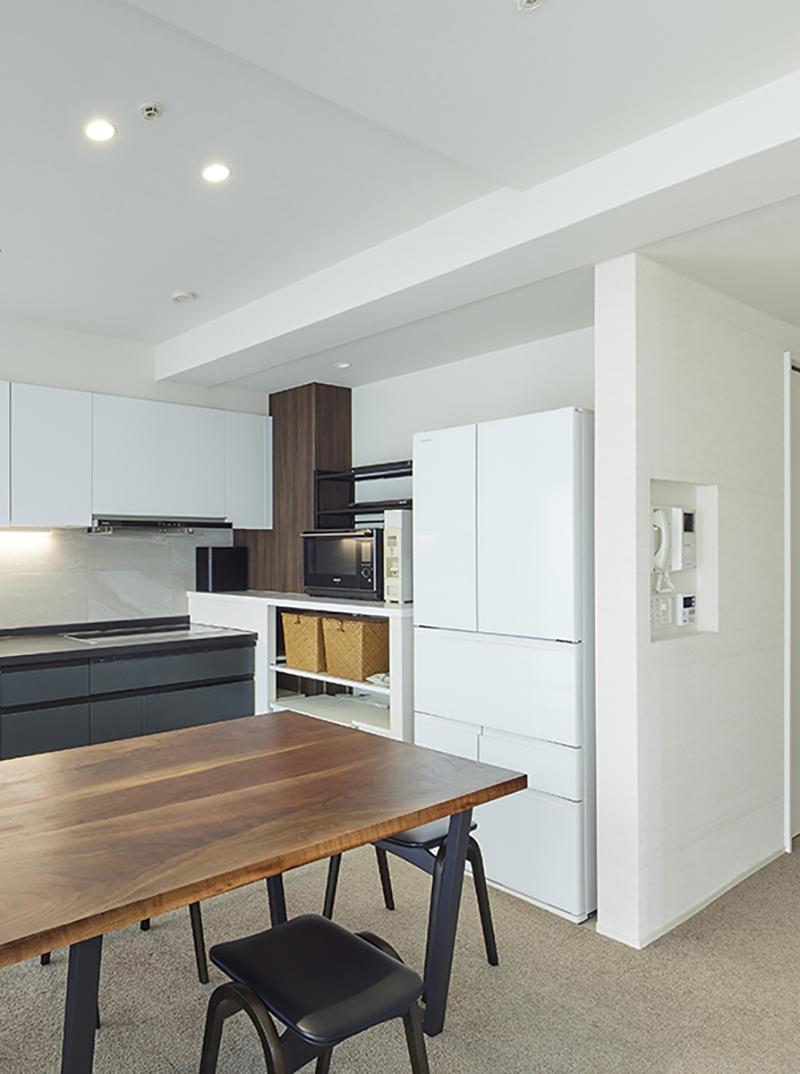 キッチン横カウンター収納
