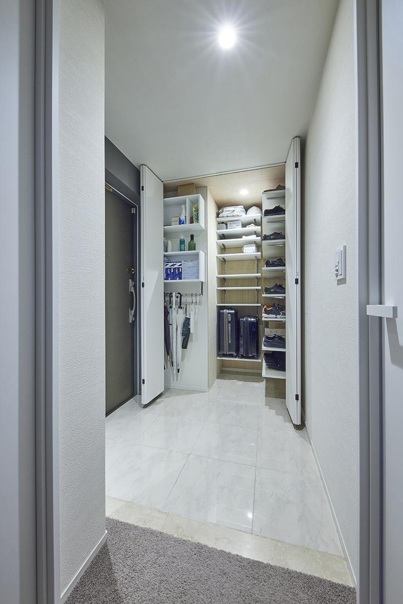 玄関収納の内部棚