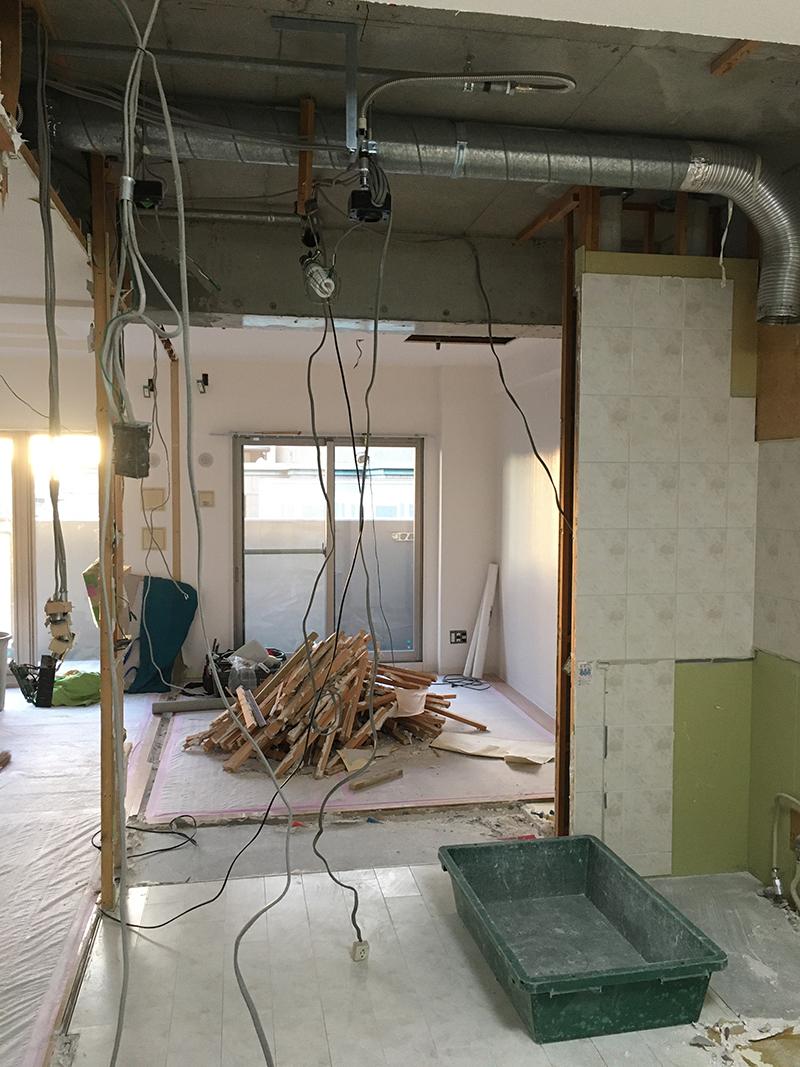 キッチン壁の解体後の様子